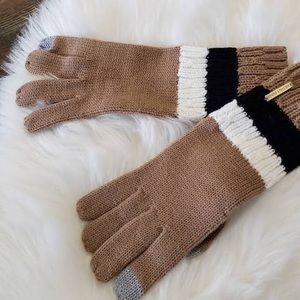 ▪️Michael Kors Gently Used Knit Gloves ▪️